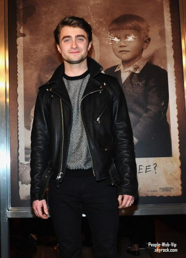 Daniel Radcliffe assiste � la premi�re de son film, The Woman In Black. Ainsi apparition de Tom Felton (jeudi (F�vrier 2) � Los Angeles.)