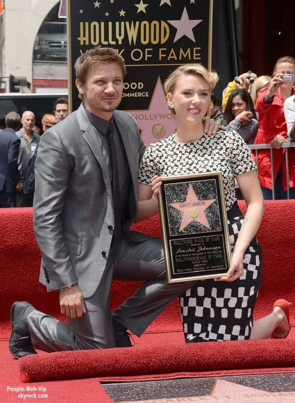  Scarlett Johansson a t rcompense, mercredi, par une toile sur Hollywood Boulevard  (Hollywood Walk of Fame) ( le mercredi (2 mai)  Hollywood.) 