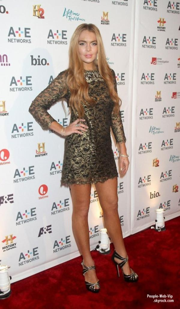 Lindsay Lohan prend la pose sur le tapis rouge des A&E 2012 Upfronts au Lincoln Center (mercredi (9 mai) � New York.)