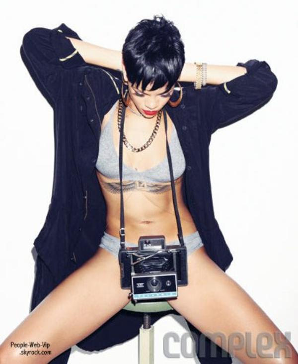 ( suite : Photos Rihanna ) 