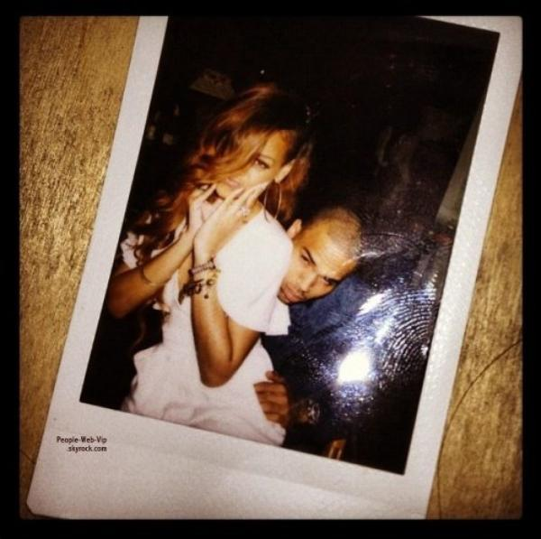  BON ANNIVERSAIRE RIHANNA !  Chris Brown rejoint Rihanna  Hawa,  Hier Rihanna a eu 25 ans ! Et bien videment, la belle tait avec Chris Brown pour son anniversaire! H oui, elle a donc dcid de passer son anniversaire avec son ex.  (mercredi (Fvrier 20)  Oahu, Hawaii.) 
