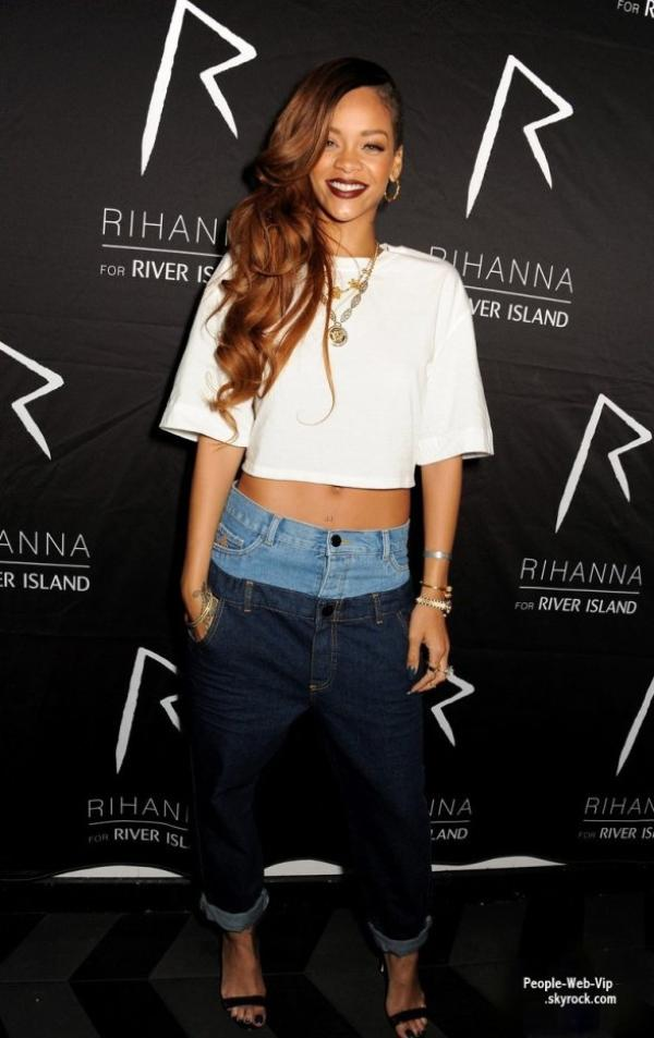 Rihanna et son double jean � son after party exclusif apr�s le lancement de sa Rihanna for River Island Collection (lundi (Mars 4) � DSTRKT � Londres, en Angleterre.)