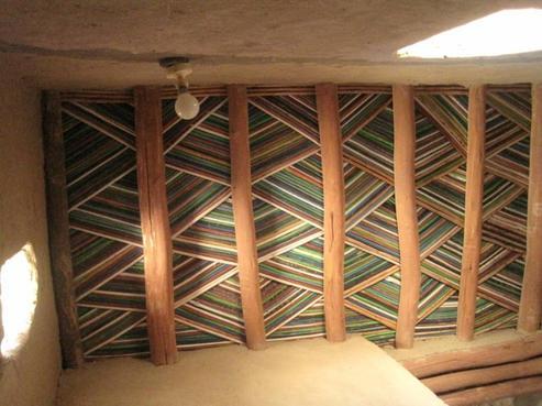 Plafond traditionnel marocain de region de tata plafonds for Plafond suspendu bois